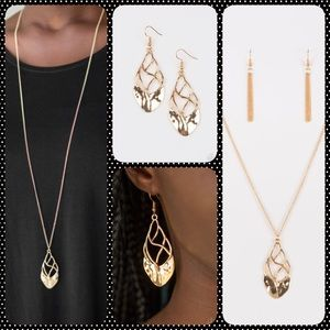 Jewelry - Fashionable Gold Necklace w/two matching Earrings